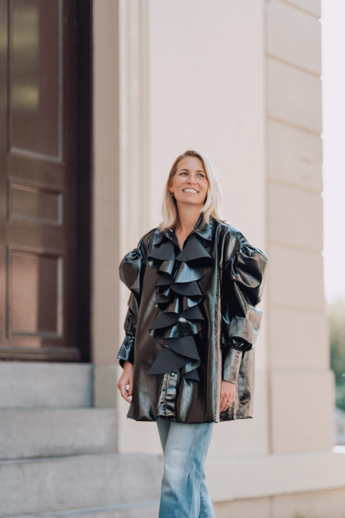 Zwarte blouse of mini jurk Elzinga Iconic Wardrobe